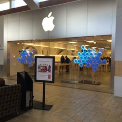 Photo taken at Apple Store, Smith Haven by Designer on 4/15/2015