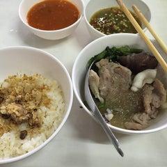 Photo taken at หมูกระทะ ช้างเผือก (Chang Phuek BBQ) by PAEE ` JRPP ◡̈⃝ on 7/25/2015
