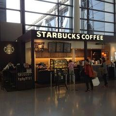 Photo taken at Starbucks Coffee 関西国際空港エアサイド店 by joyman W. on 4/26/2013
