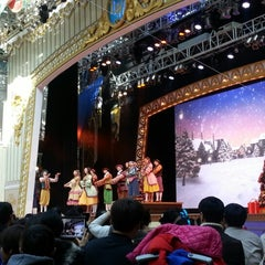 Photo taken at 롯데월드 가든스테이지 (Lotte World Garden Stage) by 토마스 on 11/18/2012