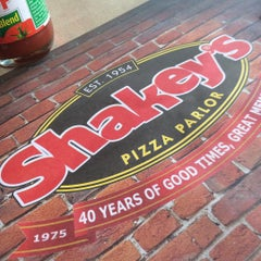 Photo taken at Shakey's by FreddieBoy M. on 7/26/2015