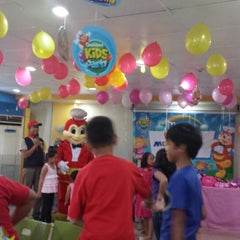 Photo taken at Jollibee by Chelle O. on 9/7/2014