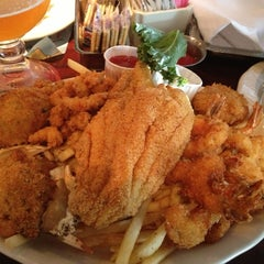 Photo taken at Pappadeaux Seafood Kitchen by Charles H. on 7/2/2013