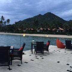 Photo taken at Le Méridien Koh Samui Resort & Spa @ Pool Bar by Anni G. on 8/1/2015