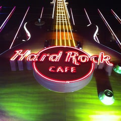 Photo taken at Hard Rock Cafe Las Vegas by Leticia A. on 4/8/2013