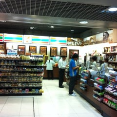 Photo taken at 7-Eleven by Piak P. on 5/8/2012