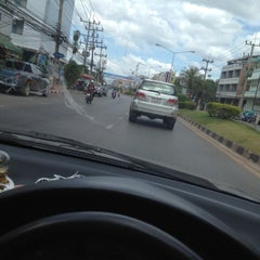 Photo taken at แยกแสงเพชร (Saeng Phet Intersection) by 💢KOB N. on 6/28/2012