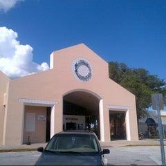 Photo taken at Okahumpka Service Plaza - Florida's Turnpike by Adam T. on 7/21/2012