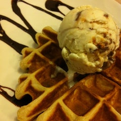 Photo taken at Udders by Yuan N. on 8/17/2012