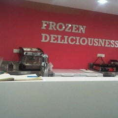 Photo taken at hug! Frozen Deliciousness by Preet Chandhoke 陳. on 2/12/2012