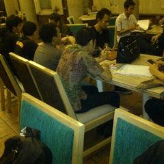 Das Foto wurde bei The Kiosk Coffee Bar von Wahyu W. am 6/15/2012 aufgenommen