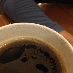 Photo taken at COFFINE GURUNARU by yoo k. on 8/23/2012