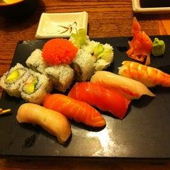Photo taken at Sushi.com by Xuejing H. on 3/7/2012