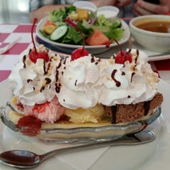 Photo taken at Happy Days Diner by Heather C. on 11/11/2014