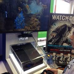 Photo taken at Gamestop by Alfredo M. on 11/17/2013