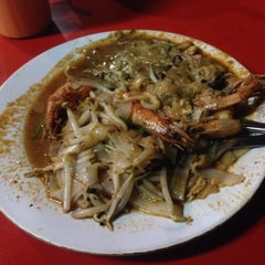 Photo taken at Matary Alma Char Koay Teow by Fared A. on 8/20/2015