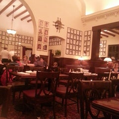 Photo taken at The Hollywood Brown Derby by Nebel T. on 4/13/2013