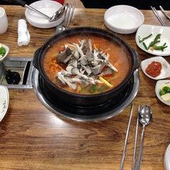 Photo taken at 옥산 백송식당 by Jinwook K. on 11/29/2014