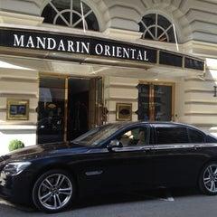Photo taken at Mandarin Oriental, Munich by Maik L. on 9/28/2012