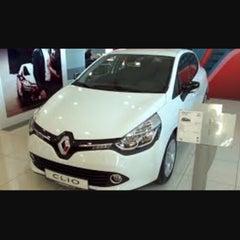 Photo taken at Karoto Renault by Bedirhan B. on 9/18/2015