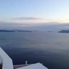Photo taken at Katikies Hotel Santorini by Dudu B. on 10/7/2014