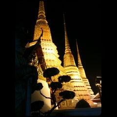 Photo taken at วัดพระเชตุพนวิมลมังคลารามฯ (Wat Pho) by OrendoRaider S. on 6/1/2013