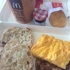 Photo taken at McDonald's - ماكدونالدز by Christine Dawn O. on 10/24/2014