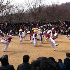 Photo taken at 한국민속촌 (Korean Folk Village) by Inhye P. on 2/24/2013