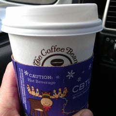 Photo taken at The Coffee Bean & Tea Leaf® by Kells on 12/5/2012