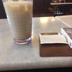 Photo taken at OldTown White Coffee by Nuraina on 11/5/2015