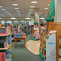 Photo taken at Barnes & Noble by Zach R. on 11/4/2012