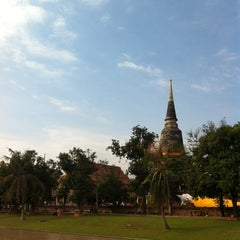 Photo taken at วัดใหญ่ชัยมงคล (Wat Yaichaimongkol) by Jurairat T. on 12/31/2012