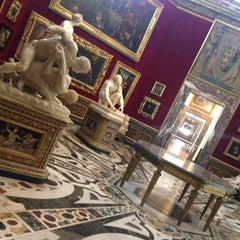 Photo taken at Galleria degli Uffizi by Stasy A. on 4/16/2013