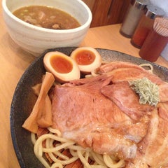 Photo taken at とろ肉つけ麺 魚とん by hirakawa h. on 7/23/2013