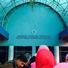 Photo taken at Bahagian Teknologi Pendidikan by Liyana A. on 4/7/2016