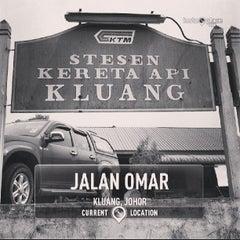 Photo taken at Stesen Keretapi Kluang by Kochadaiiyaan on 6/23/2013