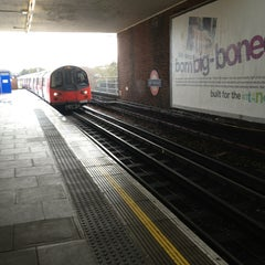 Photo taken at East Finchley London Underground Station by 狮 李. on 12/27/2012