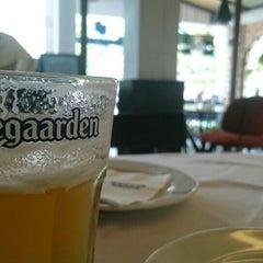 Photo taken at Bangkok Bitter, The Bar & The Restaurant by Hiroyuki I. on 6/6/2015