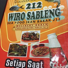 Photo taken at Seafood 212 Wiro Sableng by voNNce on 10/14/2015