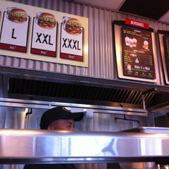 Photo taken at Fatburger by Devans00 .. on 7/18/2013