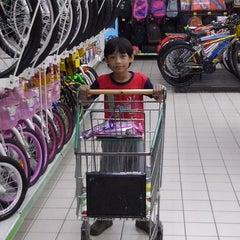 Photo taken at Giant Hypermarket by Frits K. on 10/30/2014