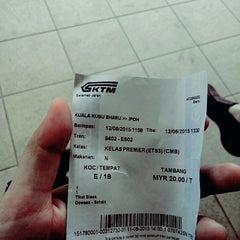 Photo taken at KTM Komuter Kuala Kubu Bharu (KA14) Station by farah a. on 6/12/2015