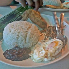 Photo taken at Fong Seng Fast Food Nasi Lemak by Michelle T. on 8/10/2014