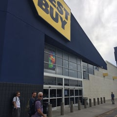 Photo taken at Best Buy by Marcelo B. on 5/31/2014