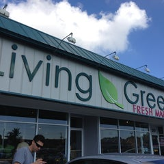 Photo taken at Living Green Fresh Market by Dorian W. on 1/20/2013