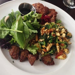 Photo taken at Blossom Restaurant by Matthew C. on 8/16/2013