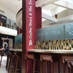 Photo taken at The Coffee Bean & Tea Leaf by Svetlana Z. on 7/9/2012