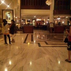 Photo taken at Evergreen Laurel Hotel by Suzie L. on 9/15/2012