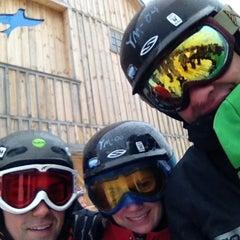 Photo taken at Mount Snow Main Base Lodge by Rafi S. on 2/23/2013