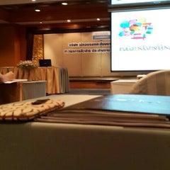 Photo taken at Chaophya Park Hotel (โรงแรมเจ้าพระยาปาร์ค) by Yada P. on 11/20/2015